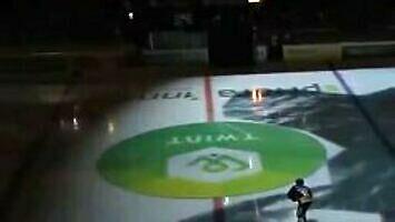 Ciekawy pokaz przed meczem hokeja
