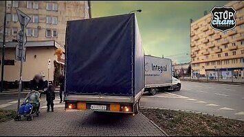 W Warszawie stabilnie - przepisy o ruchu drogowym wciąż mają w d*pie