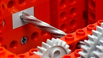 Lego kontra metalowy pręt?