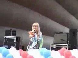 Festynowa piosenkarka