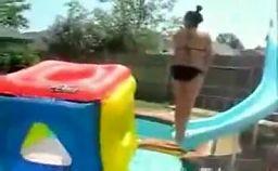 Idiotka na basenie