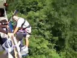 Jak zestresować skaczącego na bungee