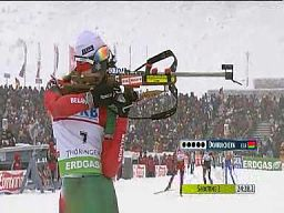 Biathlonistka myli tarczę. Trener załamany...