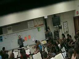 Nauczyciel muzyki traci panowanie nad sobą